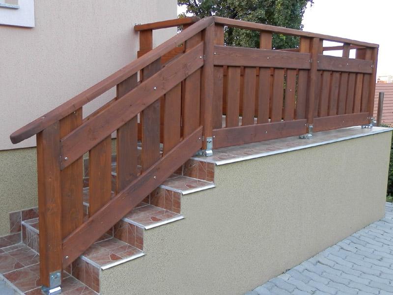 lépcső korlát fából kültérre