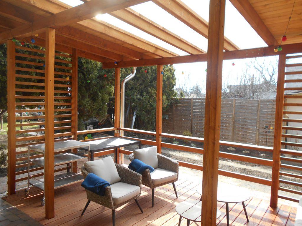 Fa szerkezetes veranda belülnézet