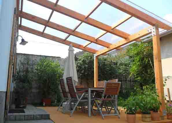 polikarbonát tető fa szerkezettel