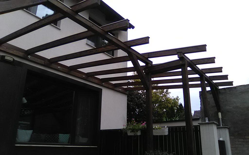 Pergola szerkezet kihúzható napvitorlához